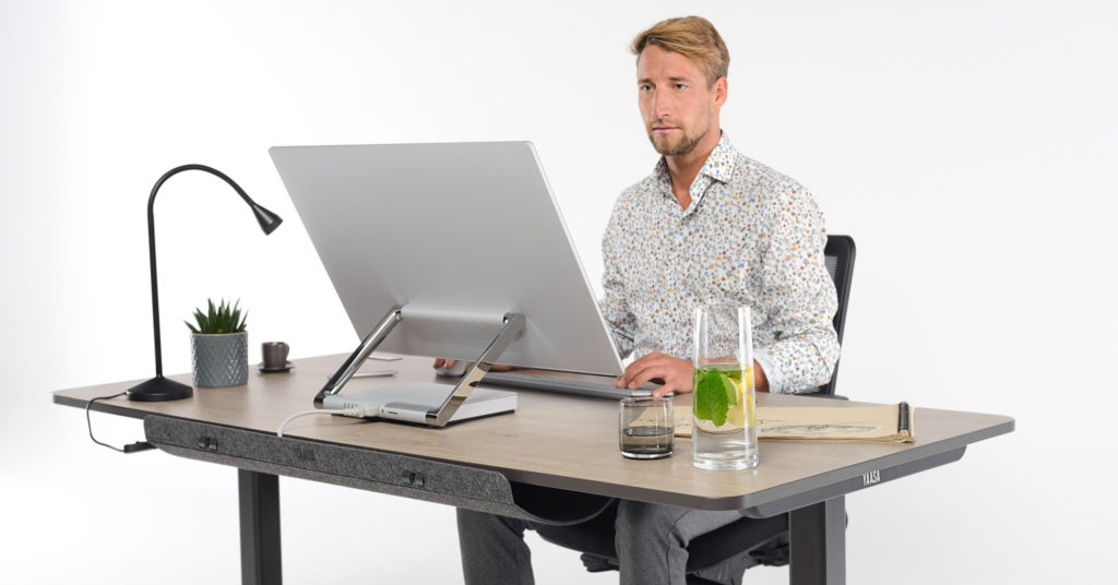 Alternating between standing and sitting at work is beneficial for your health, well-being and productivity.