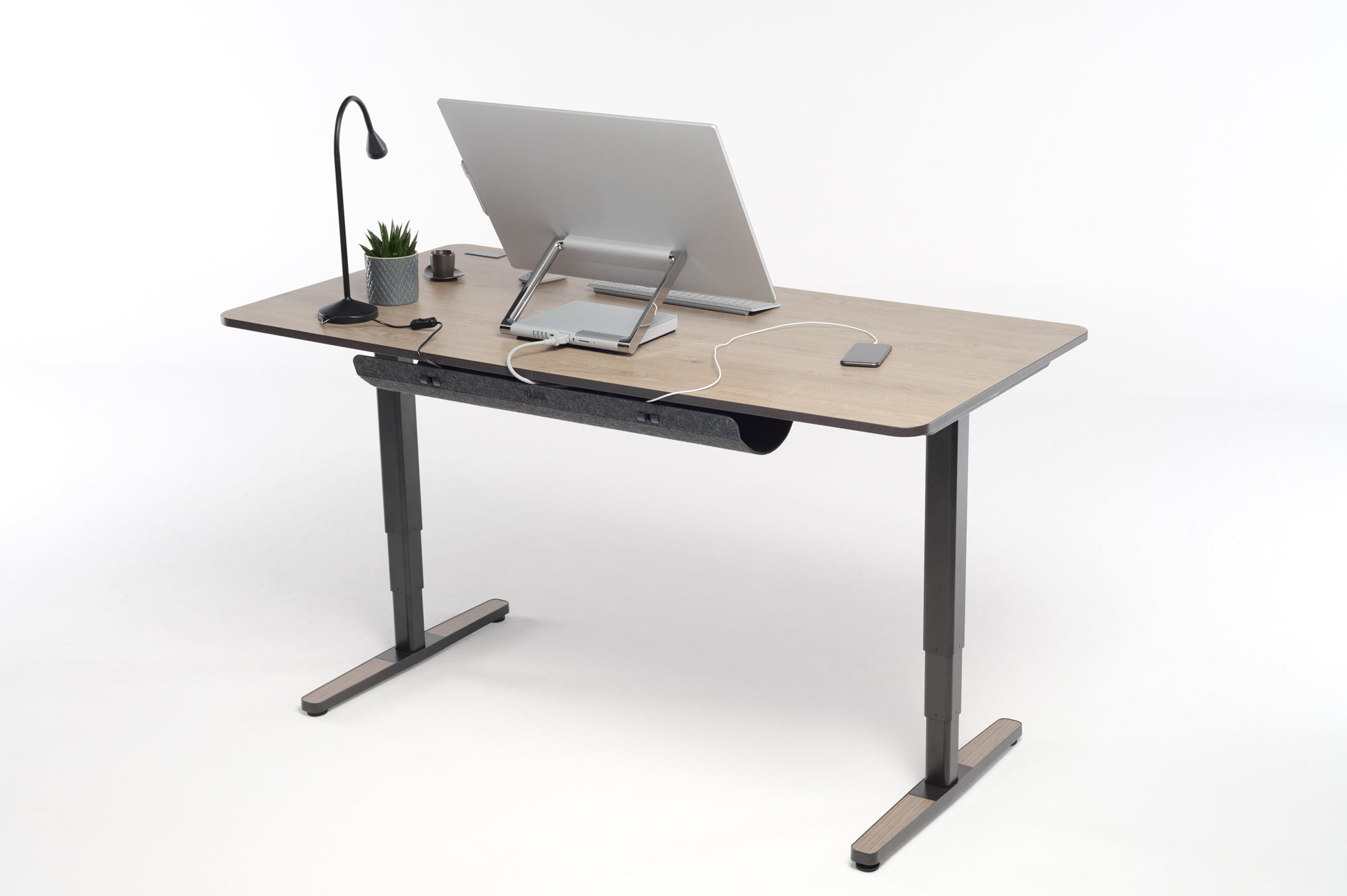 The Yaasa Desk Pro II is a highlight in every office due to its modern design and various smart functions.
